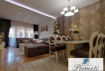 Luksuzan četvorosoban stan u strogom centru grada