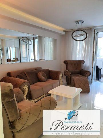 Trosoban luksuzan stan sa garažom, CENTAR