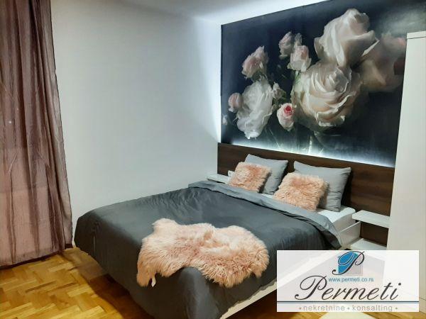 Luksuzan trosoban stan na Bulevaru Nemanjića