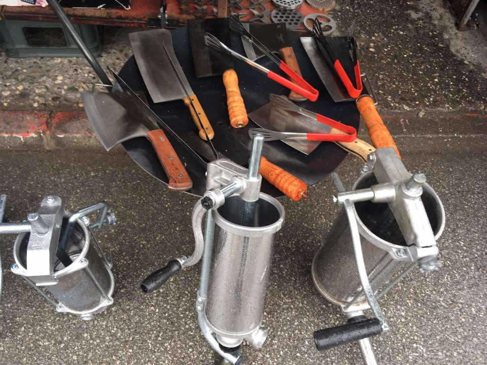 Kompletna oprema za svinjokolj, roštilj, kotlić, noževi