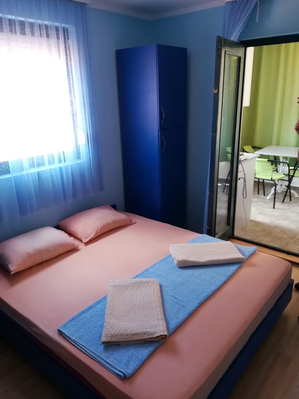 Iznajmljujem apartmane u Dobrim Vodama, Crna Gora, 200m od plaze