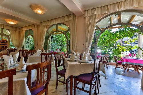 Potrebna domacica restorana – Vila Velzon Budva