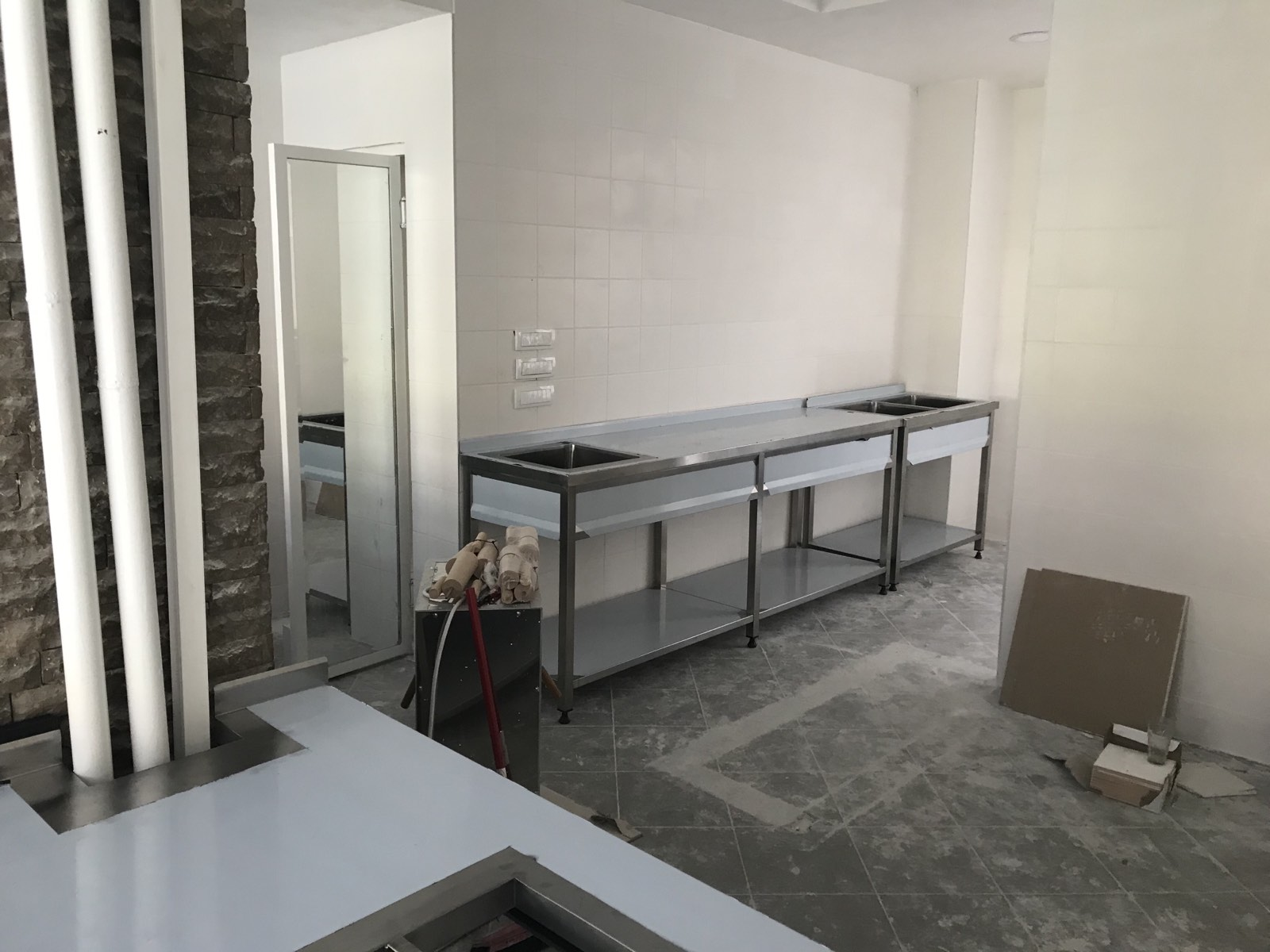 Sudopere,radni stolovi,pultovi