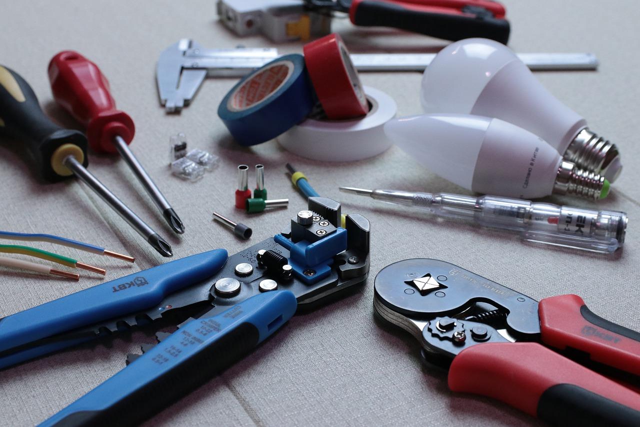 Firmi Elektromehanika iz Niša potrebni električari