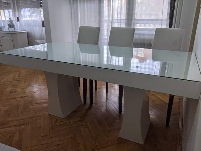 Prodajem trpezarijski sto + 6 stolice