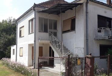 Prodajem kuću sa domaćinstvom u selu Moravac
