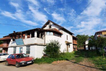 Kuća sa lokalom, pom.zgradom i halom u Majuru kod Jagodine
