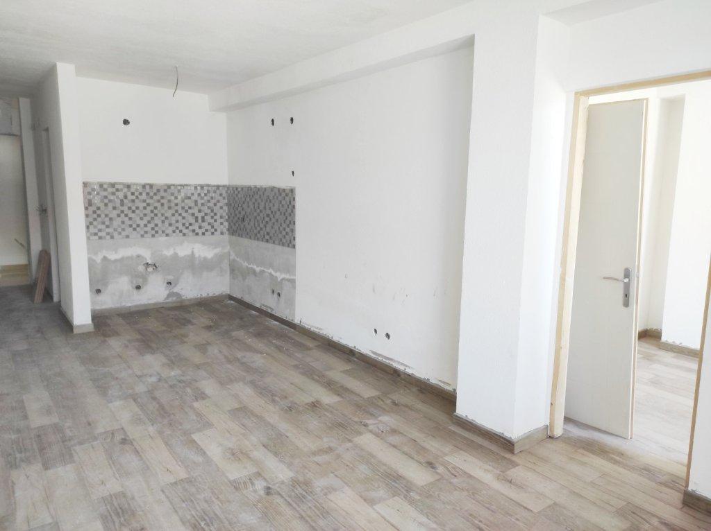 Nov jednoiposoban stan u cetru