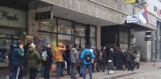 Gužve ispred šaltera za izdavanje legitimacija za prevoz