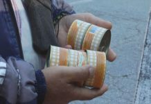 Podela mesnih konzervi za korisnike Narodne kuhinje