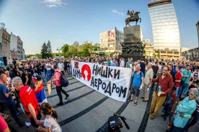 Protest 25. aprila na Trgu kralja Milana, Niš; Foto: Luka Radulović