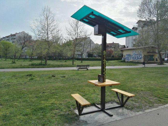 Gradska opština Medijana nedavno je postavila novo solarno drveće na Trgu učitelja Tase i Čairskom parku