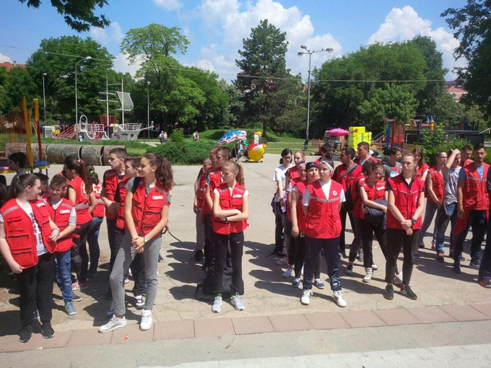 Ispred Dečijeg centra u Čairu održano je takmičenje ekipa Prve pomoći