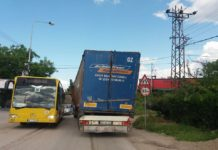 Kamion udario u podvožnjak u Nišu; Foto: Naissus Info