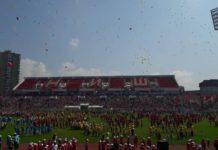 """Puštanje balona na manifestaciji """"Plesom do znanja i zdravlja"""" na stadionu Čair; Foto: Rastko Palić"""