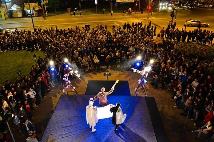 """Muzičko scenski performans """"Život je kabare"""" u Noći muzeja"""