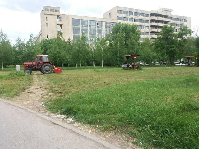 """Košenje trave JKP """"Mediana"""" Niš"""