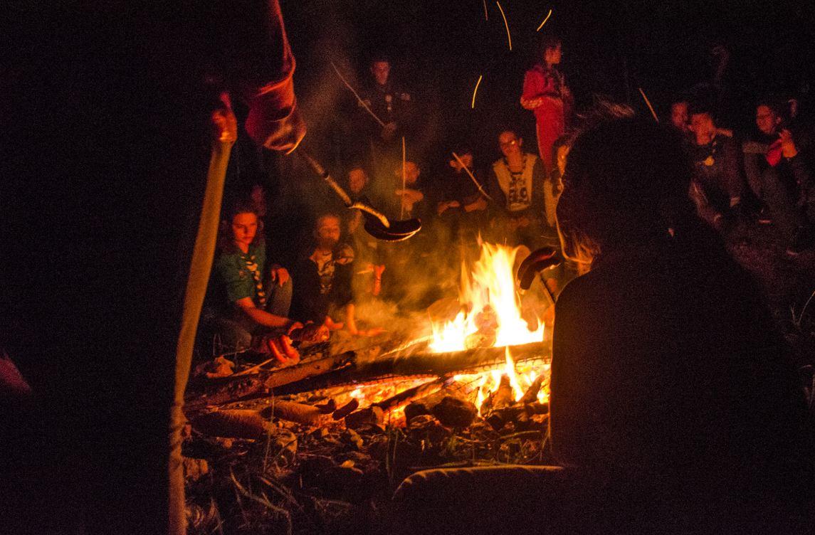 "NeanderKamp i logorska vatra; Izviđački odred ""Lola"""