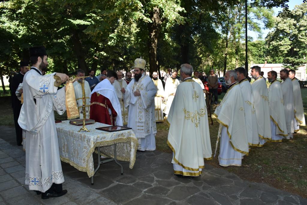 Liturgiju u dvorištu Ćele-kula služio je Njegovo Preosveštenstvo Episkop niški Gospodin Arsenije