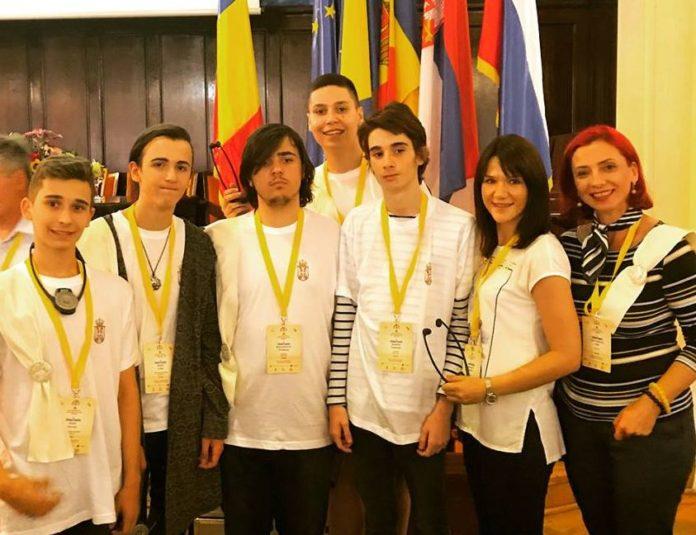 Tim gimnazijalaca doneli u Niš srebrna i bronzana odličja; Foto: Ana Ivić Veljković