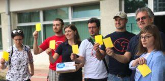 """Žuti kartoni za odbornike Skupšine grada Niša; Foto: Inicijativa """"Ne damo niški aerodrom"""""""