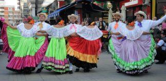 11. Međunarodni studentski festival folklora u Nišu, defile učesnika; Foto: SKC Niš