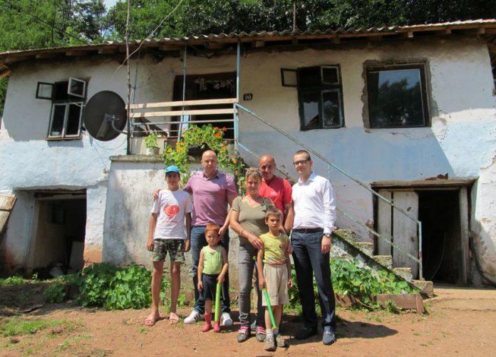 Porodica Cvetanović sa donatorima