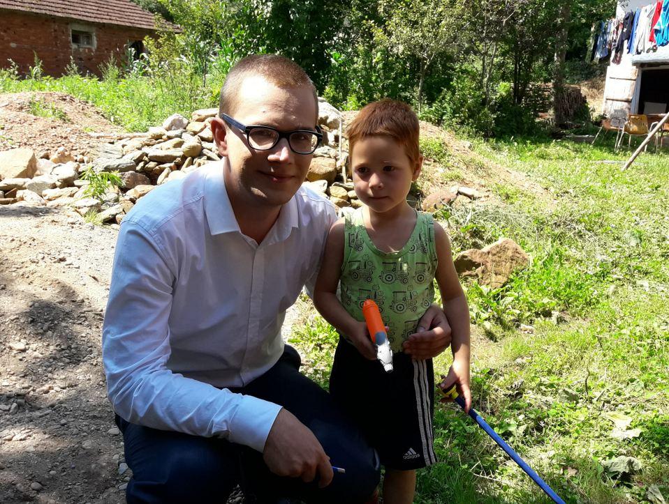Jovan Milić sa najmlađim članom porodice Cvetanović