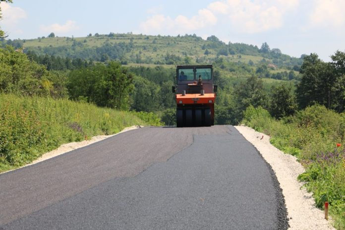 Na deonici Svrljig-Kalna u toku su radovi na asfaltiranju završnih kilometara puta ka Staroj planini; Foto: Nišavski okrug