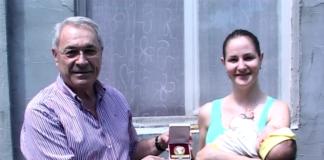 Zlatnik cara Konstnatina za ponosnu mamu Milicu Živković; Foto: GO Crveni krst