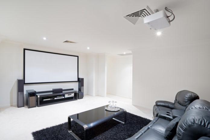 Šta sve treba da znamo pre nego što kupimo zidni TV nosač?