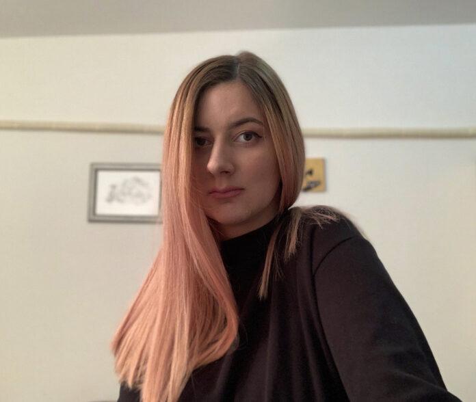 """Otvaranje izložbe crteža """"Ko-smo-s"""" Katarine Baćević zakazano je za nedelju, 17. marta 2019. od 20 časova u kafe-baru """"Dnevna soba"""""""