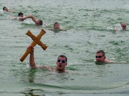 Plivanje za časni krst u Nišu