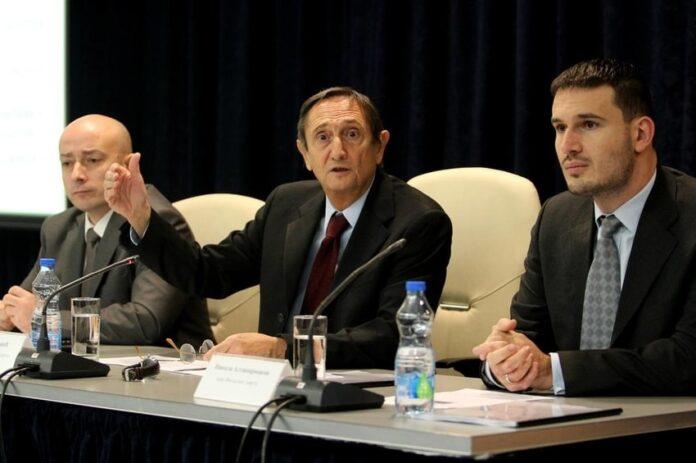 Vlada Srbije treba da odustane od najavljene pomoći od 100 eura za svakog punoletnog građanina, kažu u Fiskalnom savetu.