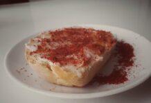 Hleb sa mašću i alevom paprikom