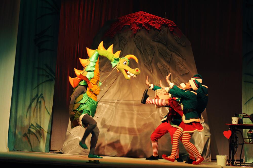 Slika iz predstave Novogodišnji vremeplov