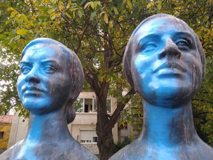 Spomenik sestrama Baković