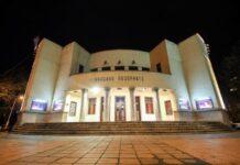 teatar na raskršću