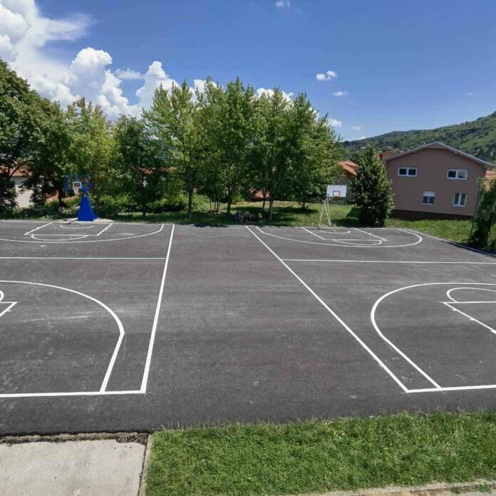 dva košarkaška terena